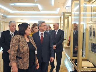 Президент Армении посетил дом-музей Аветика Исаакяна.