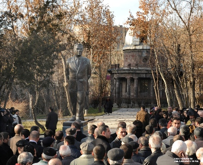 Открытие памятника Виктору Амбарцумяну
