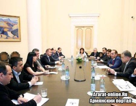 Абрамян обсудил с депутатами пенсионную реформу